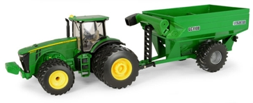 Ertl John Deere 8260R Tractor with GC1108 Auger Grain Cart 1:32 Scale 45482