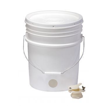 Little Giant Beekeeping 5 Gallon Plastic Bucket BKT5